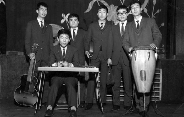 二代目早大ナレオハワイアンズ。昭和30年代後半、慶応の3バンドとともに学生ハワイアンの全盛期を支えた。